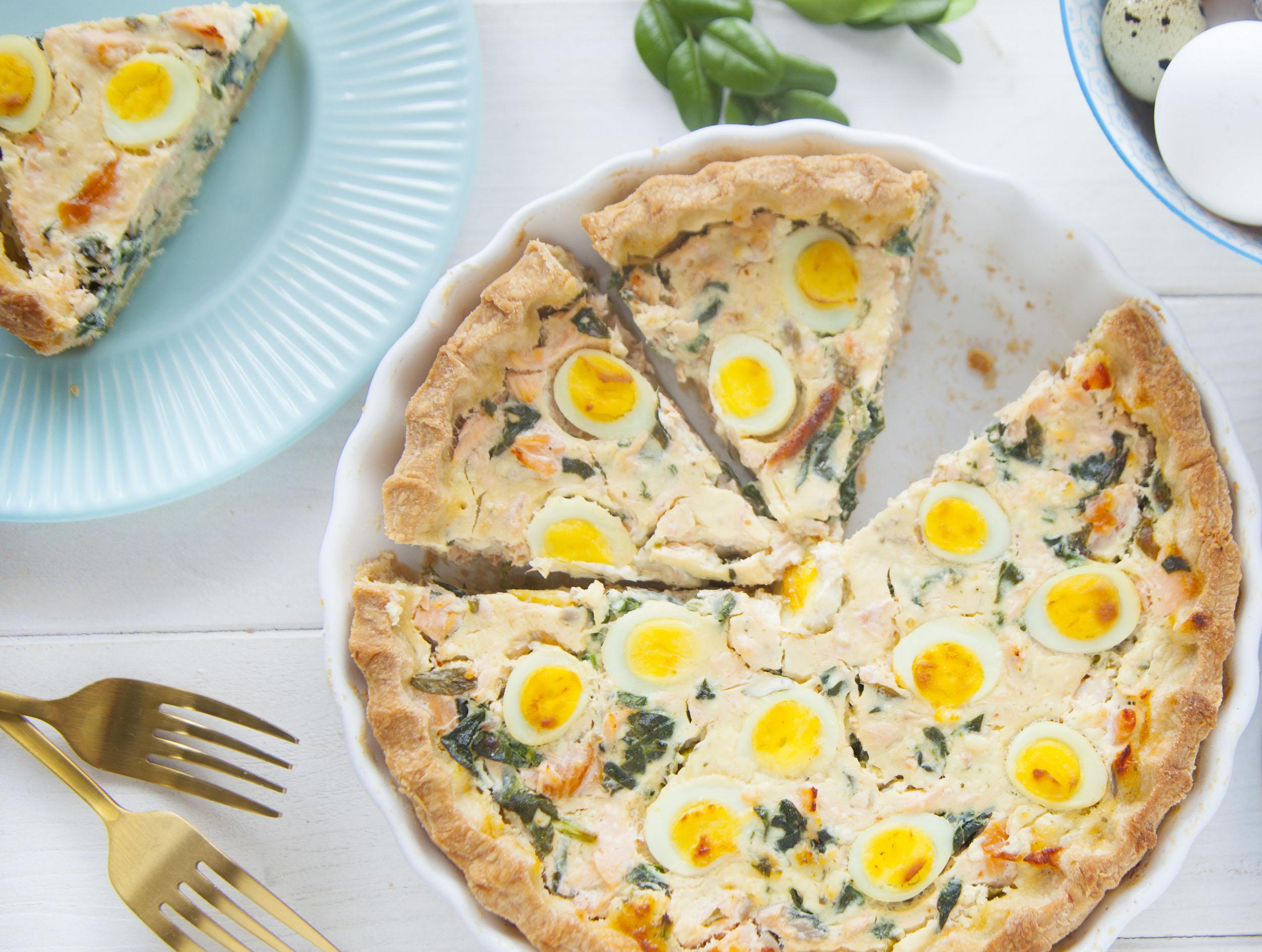 Tarta serowa ze szpinakiem i jajkami przepiórek