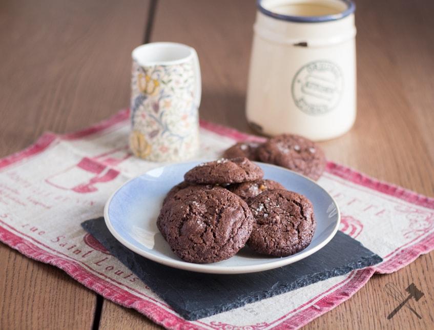 Chocolate Cookies mit Karamell und Meersalz
