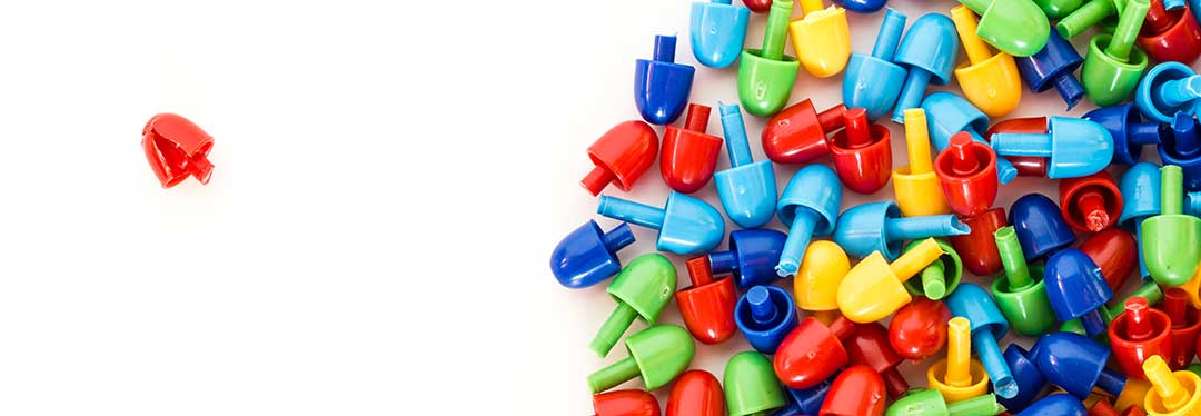 A peg excluded from the pile of pegs symbolizing how a compulsory heir was omitted from a will.