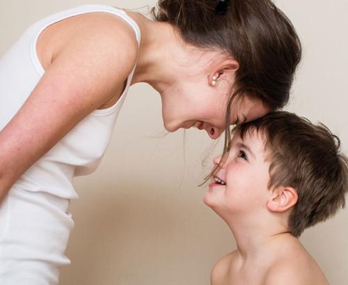 Zerrissen und glücklich - wir Mütter.