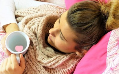 Krank im Bett: Yoga-Zwangspause?
