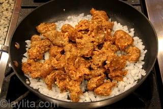 2- Cocine el chorizo con la cebolla