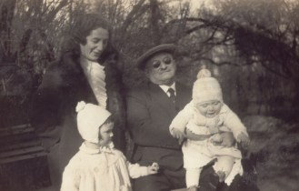 ותרזה עם יחידה ואמנון ברלין 1931