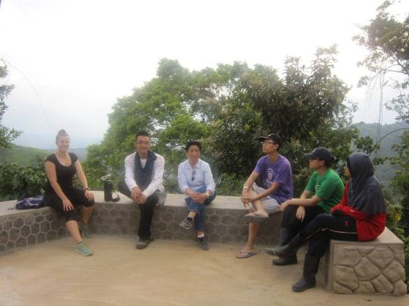 Jason (in purple shirt) with Lina and other volunteers at Layog Country Farm