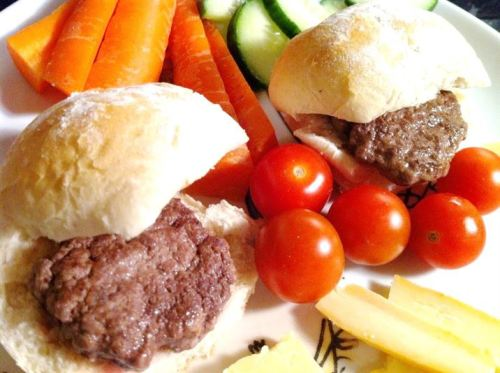 Cooking With Kids: Mini-Burgers, Lay The Table