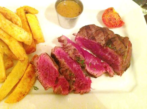 Boucherie Rouliere, Paris: Where the steak is so blue it moos!, Lay The Table