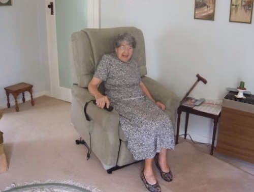 Best Recliners for Elderly Folk  Top 10 Chairs to Ease Knees  Arthritis