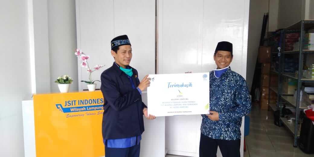 Penyaluran Zakat Infaq/Sedekah dari JSIT Indonesia Wilayah Lampung Kepada LAZDAI