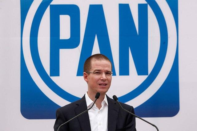 El PRI y López Obrador cargan contra Anaya por corrupción.