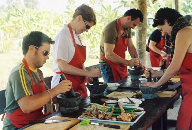 De París a Vietnam, ocho grandes viajes para disfrutar cocinando.