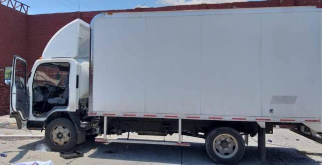 Asegura SSP camión con reporte de robo, en Apatzingán