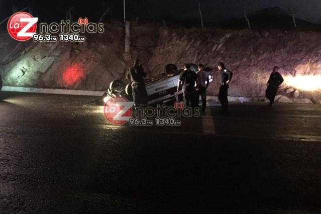 Abandonan vehículo siniestrado en Huetamo