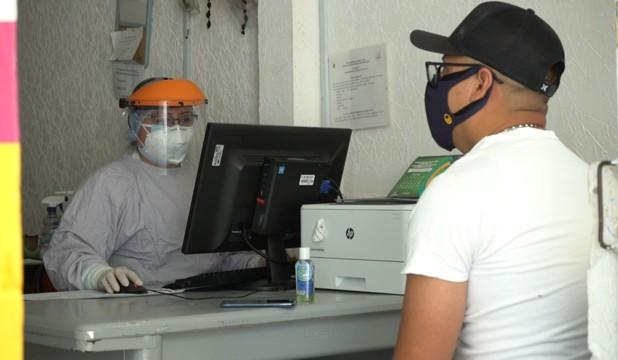 Trabajadores de la salud, comprometidos con el bienestar de la población