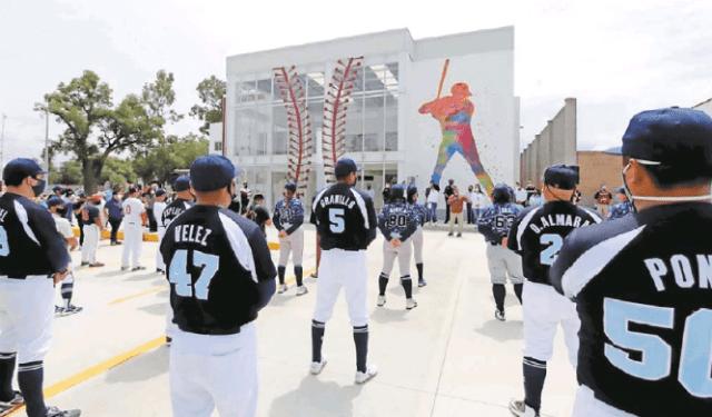 La 4T gasta 70 mdp en escuela de beisbol de AMLO