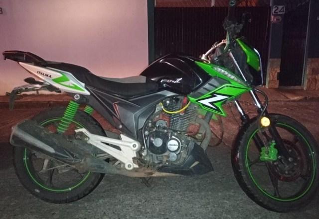 Asegura SSP motocicleta relacionada en un hecho ilícito, en Uruapan