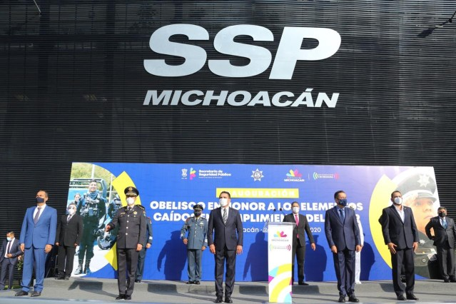 Policías, ejemplo de heroísmo y compromiso con Michoacán: Silvano Aureoles