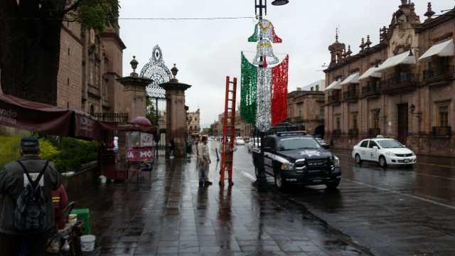 Centro Histórico de Morelia se viste de los colores patrios