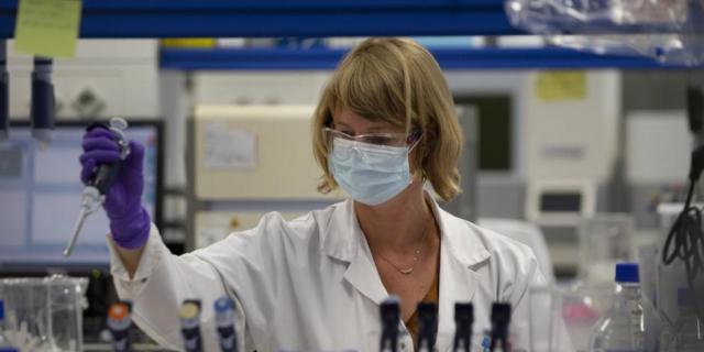 Asegura AstraZeneca que vacuna contra COVID-19 estará lista este año