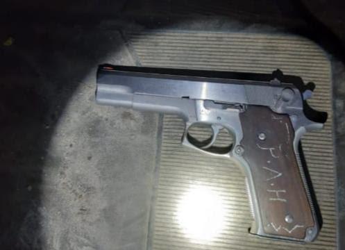 Detiene División Estatal de Caminos a dos en posesión de arma de fuego, en Zinapécuaro