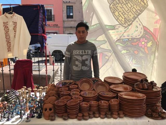Entregan IAM y FONART apoyos para impulsar la producción artesanal de Michoacán