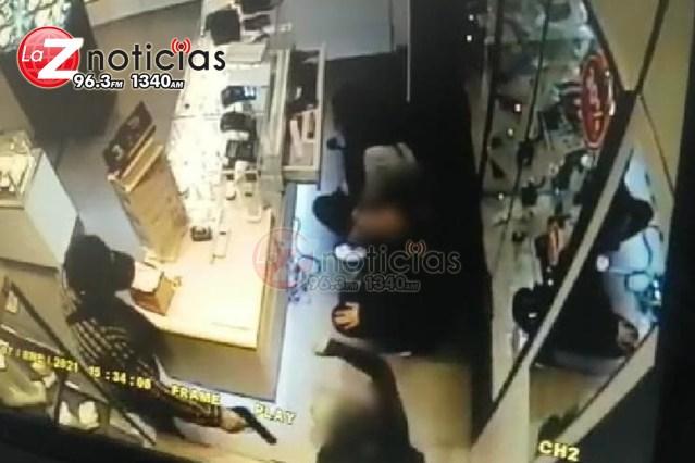 Delincuentes atracan joyería en Plaza Las Américas, Morelia