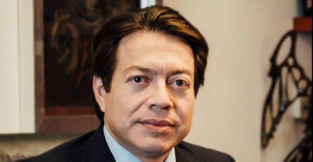 Mario Delgado sale de reunión en Colima entre empujones; «¡eres un traidor!», le gritan