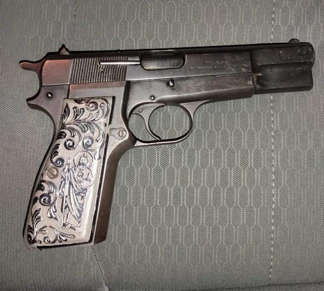 En Zitácuaro, detiene SSP a dos en posesión de arma de fuego y vehículo