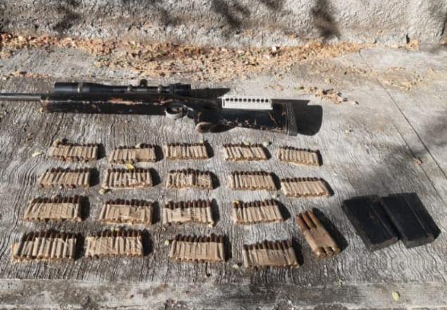 Aseguran SSP, Sedena y GN un fusil, 183 cartuchos útiles y un vehículo que cuenta con reporte de robo