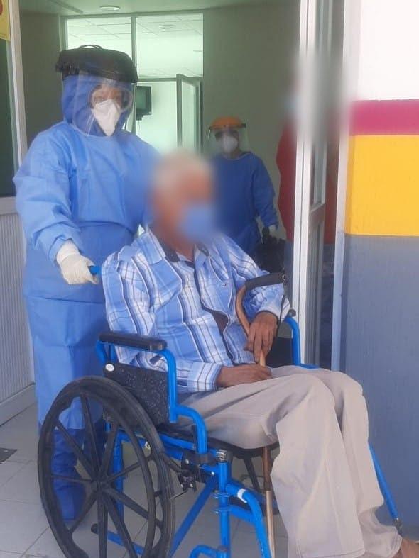 Supera hombre de 75 años el COVID-19 en Hospital de Tuzantla
