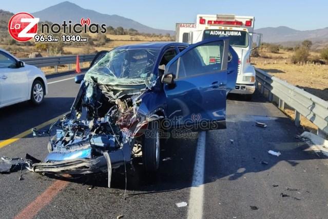 Choque entre automóvil y tráiler deja 2 heridos en la Pátzcuaro-Cuitzeo