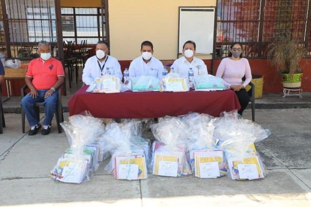 Lleva SEE útiles escolares y materiales didácticos a localidades de Tlazazalca