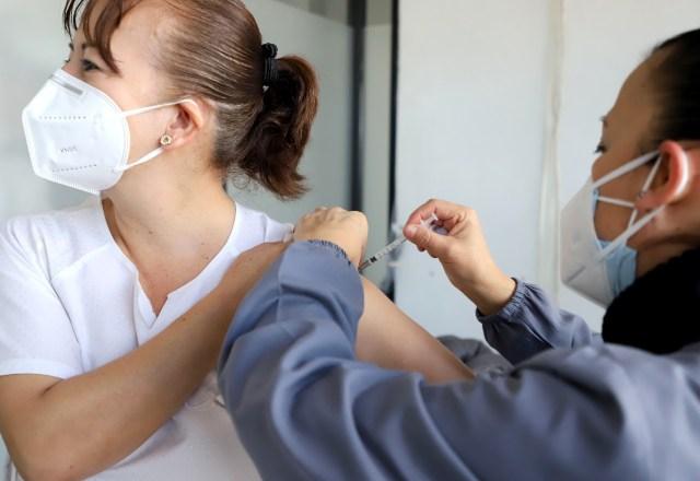 Completa SSM esquema de vacuna contra COVID-19 a personal de salud