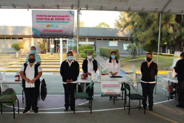 Inicia jornada de vacunación a trabajadores de la educación en Michoacán