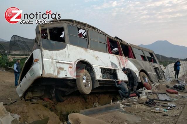 Vuelca camión con jornaleros en Tangancícuaro; hay 17 heridos
