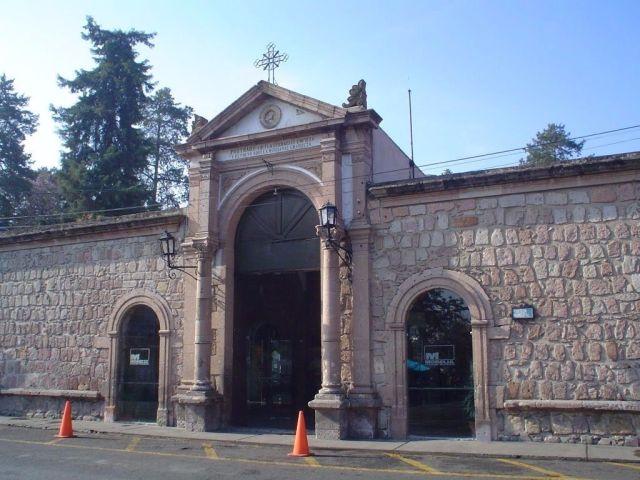 Gobierno de Morelia reforzará medidas sanitarias en panteones por 10 de mayo