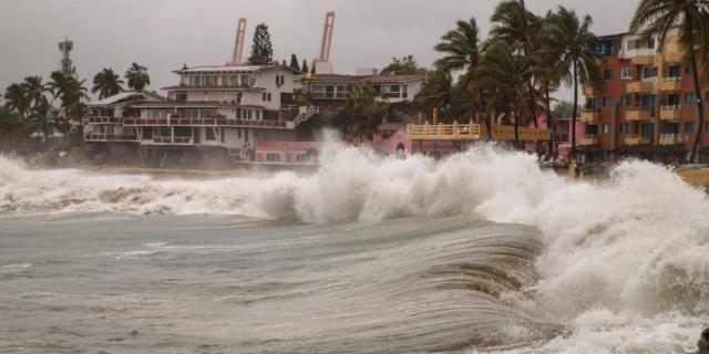Huracán «Enrique» se degrada a tormenta tropical, pero sigue lluvia
