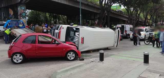 Choque entre auto y combi deja 10 heridos en la Av. Madero de Morelia