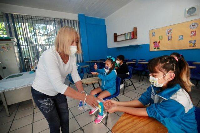 La CNTE considera irresponsable convocar a miles al aseo de escuelas