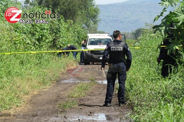 Baleado y encobijado localizan cadáver en brecha de Zamora
