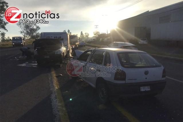 Cuatro enfermeras quedan heridas en un choque-volcadura en salida a Charo