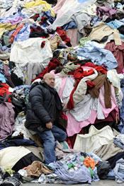 Christian Boltanski vue de l'installation Personnes Tous droits réservés Monumenta 2010, ministère de la Culture et de la Communication Photo : D. Plowy