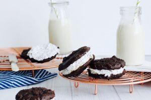 Tahini-Cacao-Whoopie-Pies1