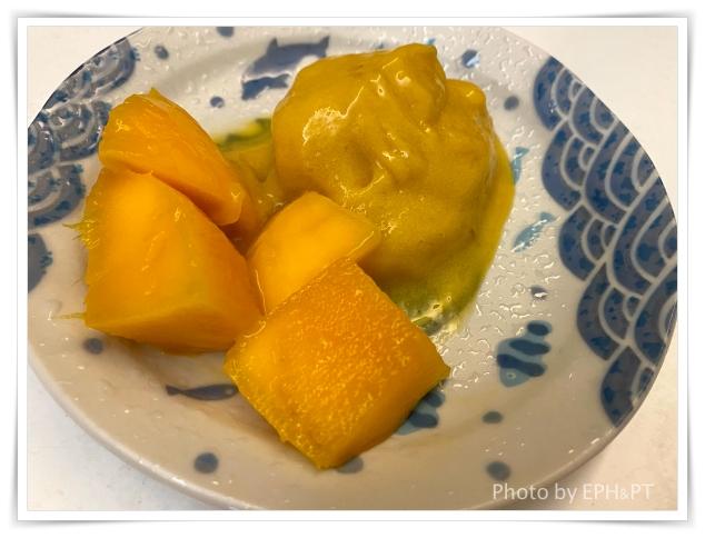 [煮婦日記] 夏日冰品DIY-冷凍香蕉+芒果自製簡易冰淇淋   Tina太太的懶婦雜記