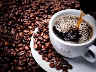 توقّفوا عن شرب القهوة فور الاستيقاظ!