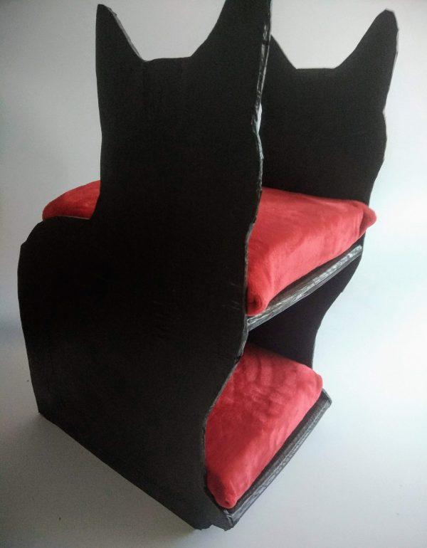 Maison pour chat noire et rouge