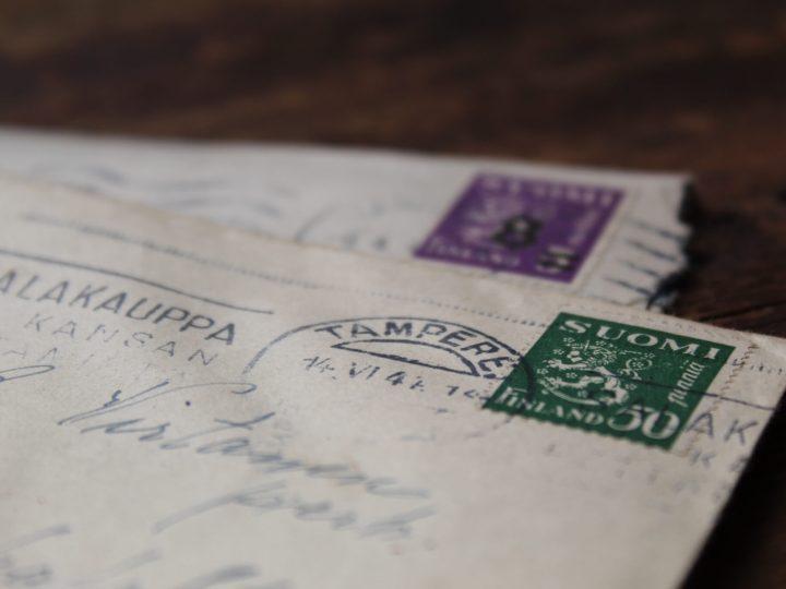 enveloppes timbrées cachetées