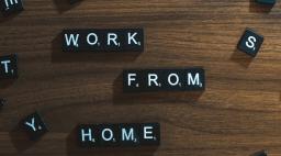 work from home en lettres scrabble