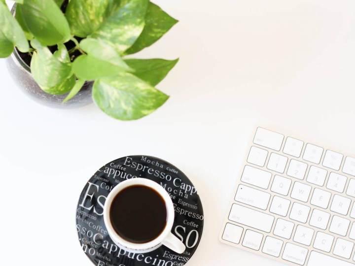 Café plante et clavier