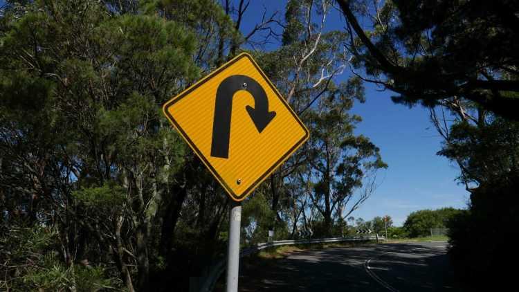 Panneau de signalisation demi-tour
