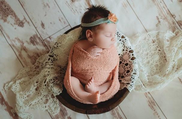 Newborn Photographer for newborn photo shoot in Tampa